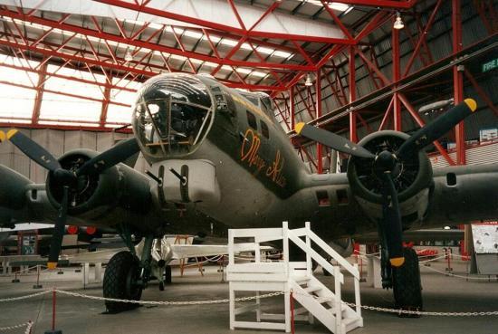 b-17-duxford-4.jpg