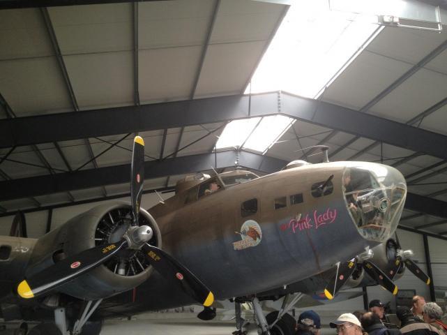 Boeing b 17 pink lady