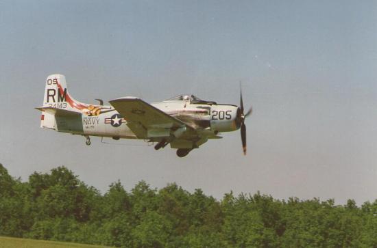 ferte-1988-skyraider.jpg