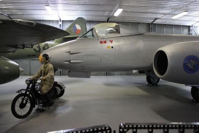 Gloster meteor f mk 8